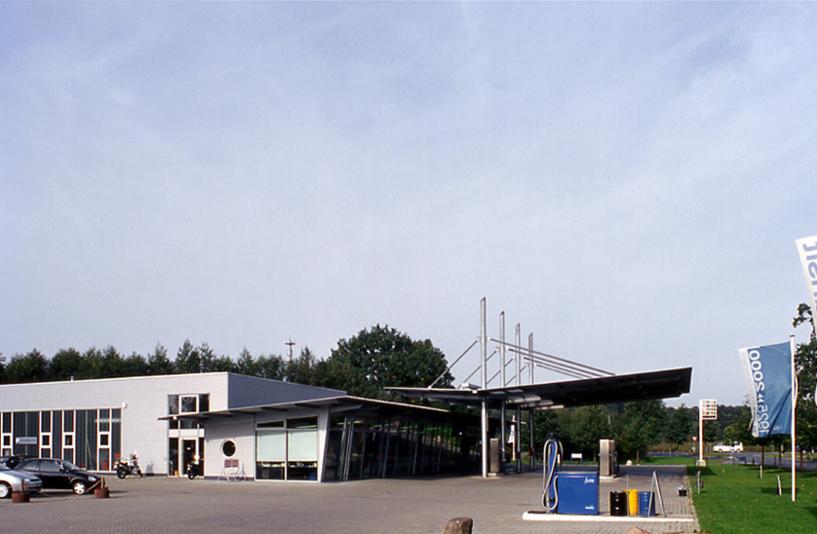 Ford Rösner - Gesamtansicht der Tankstelle