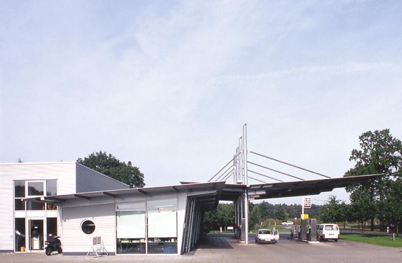 Ford Rösner - Seitenansicht der Tankstelle
