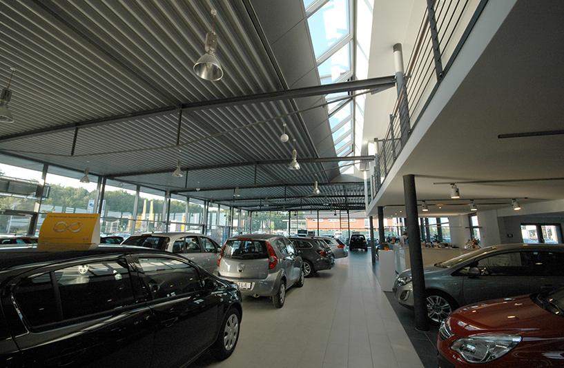 Autohaus Helm Krais - Innenansicht
