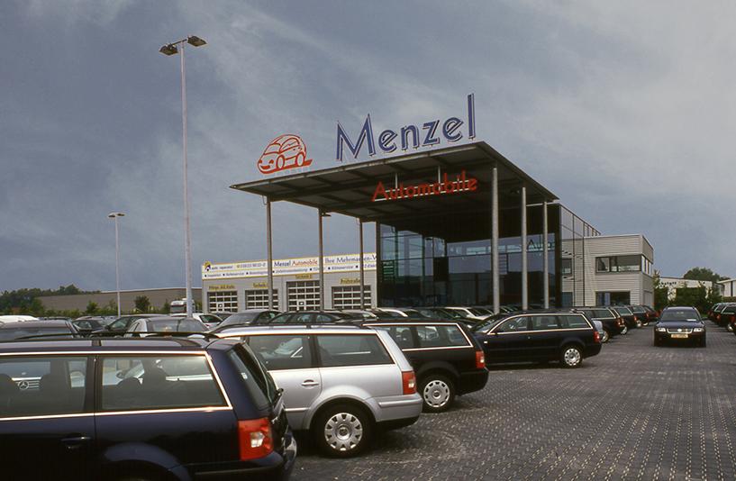 Autohaus Menzel - Außenausstellung