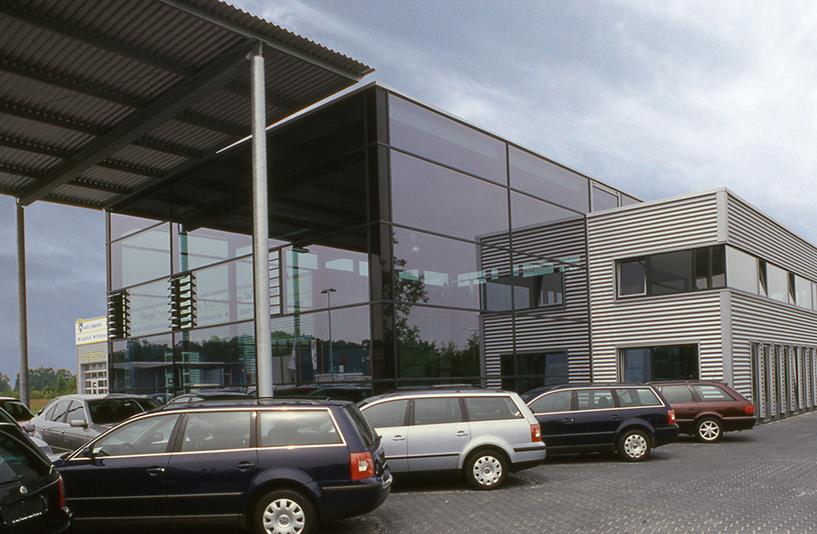 Autohaus Menzel - Glasgebäude