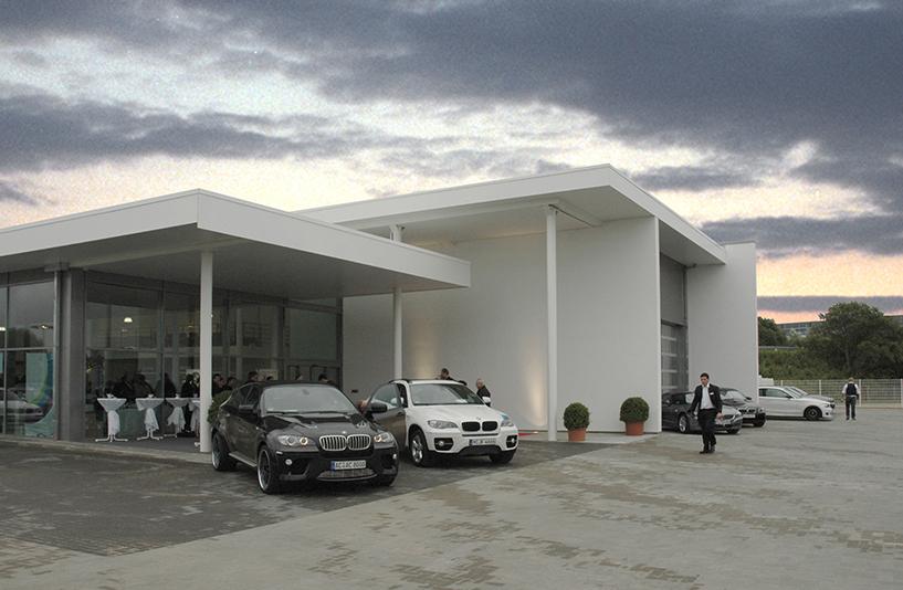 Autohaus Bauer - festlicher Eingangsbereich