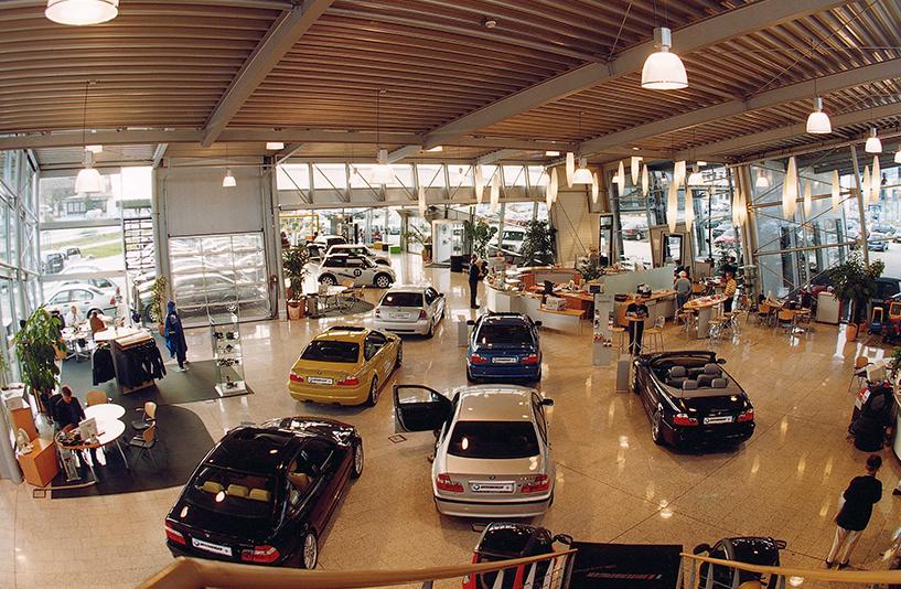 Autohaus Unterberger - Gesamtansicht des Innenbereichs
