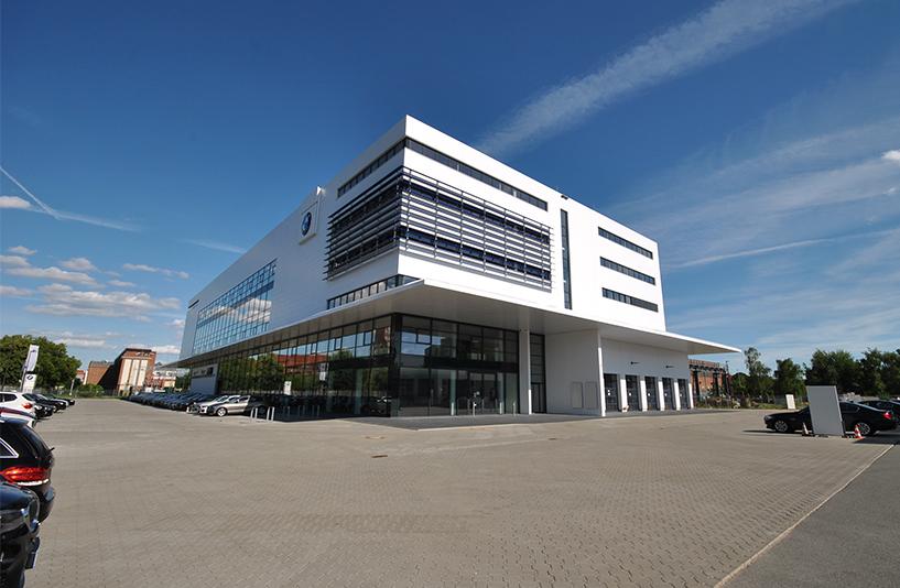 Autohaus BMW Nefzger Berlin - Gesamtansicht des Gebäudes