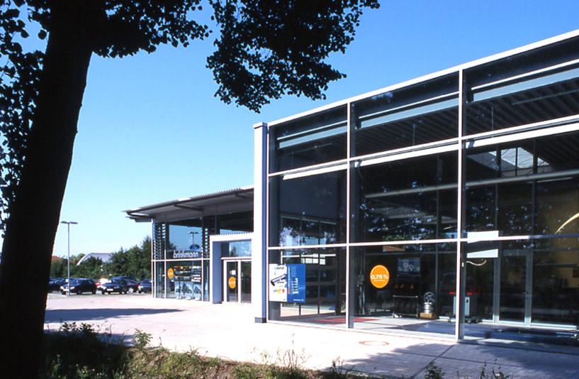 Autohaus Brinkmann - Gläserne Gebäudefront
