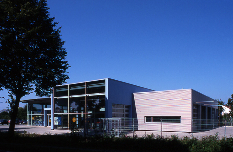 Autohaus Brinkmann - Gesamtansicht des Gebäudes