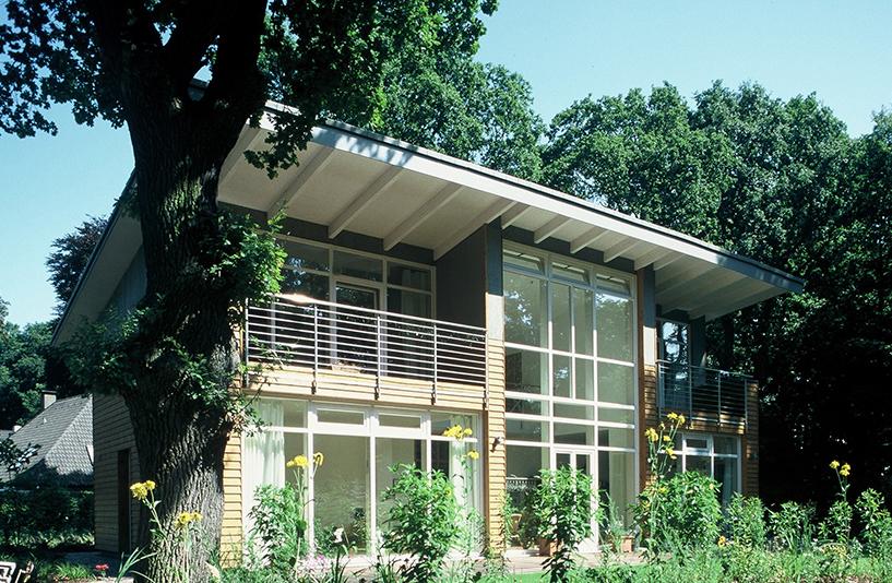 Haus H - Gebäude im Sonnenlicht