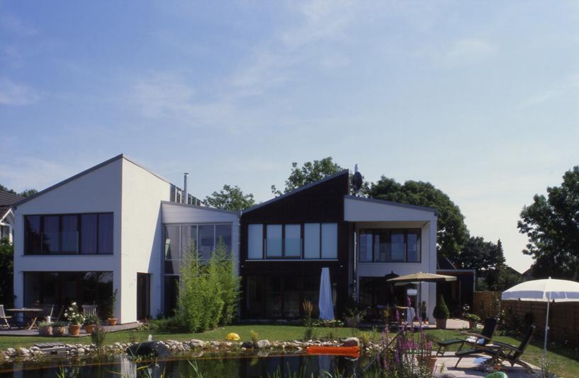 Wohnhaus K+W - Seitenansicht & Garten