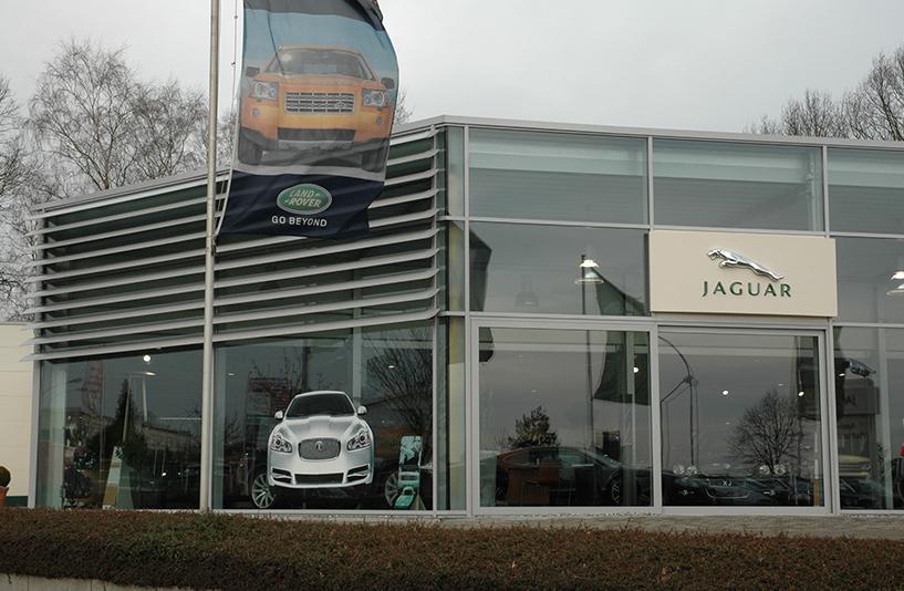 Autohaus Anders - Detailansicht der Glasfront