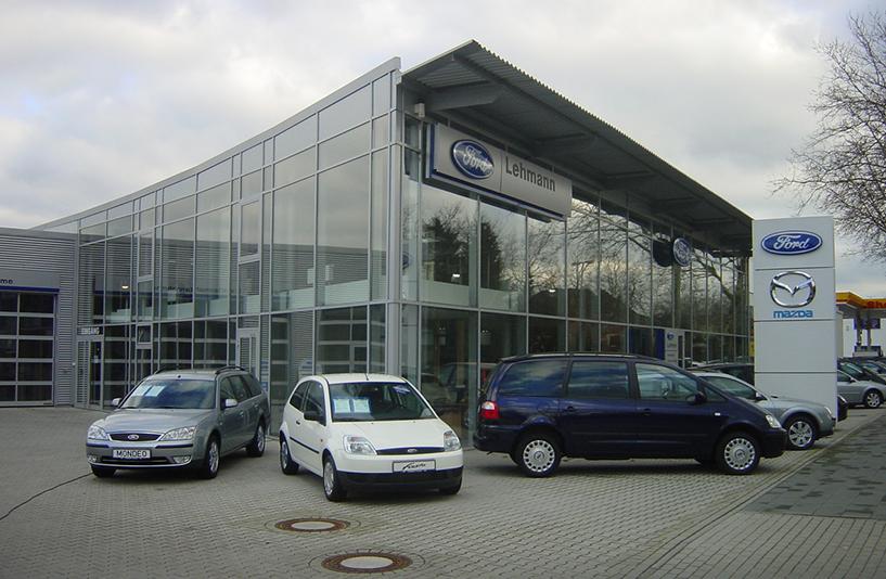 Autohaus Lehmann - Präsentationsbereich außen