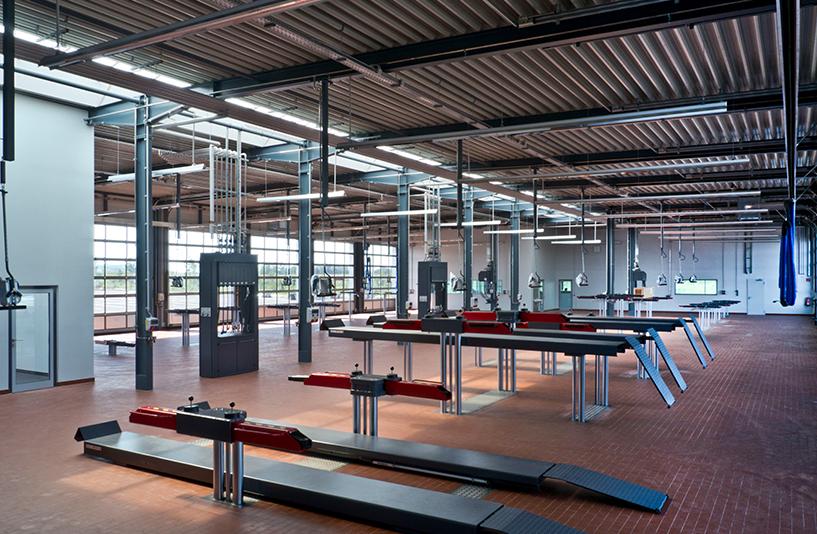 Mercedes-Benz NFZ-Zentrum Augsburg - Hebebühnen