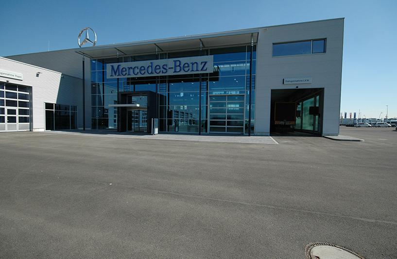 Mercedes-Benz NFZ-Zentrum Augsburg - Gläserner Eingangsbereich