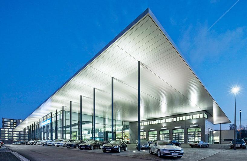 Mercedes-Benz PKW NDL Nürnberg – Außenansicht am Abend