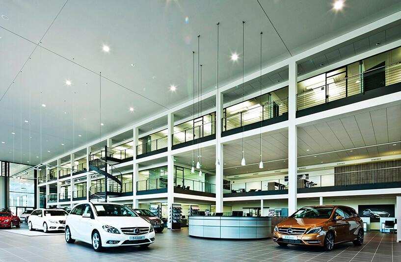 Mercedes-Benz PKW NDL Nürnberg – Showroom mit Information