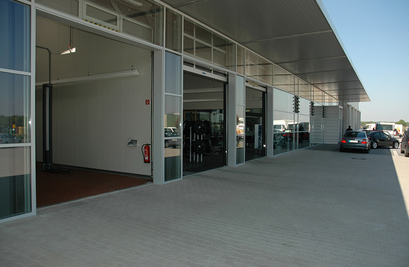Mercedes-Benz Herbrand – Außenansicht der Werkstatttore