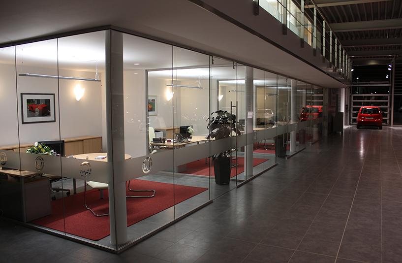 Autozentrum Walter | Nissan – Separate Büroräume angrenzend an den Showroom