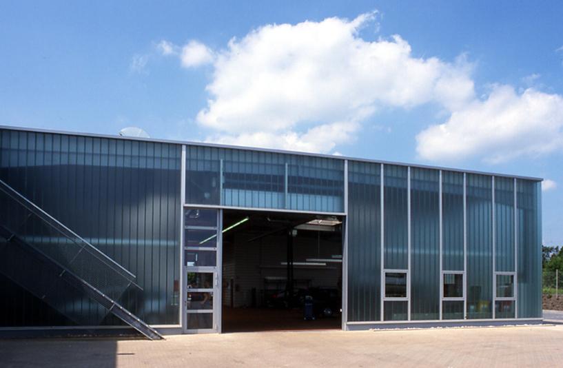 Peugeot Lokstedt – Außenansicht der Werkstatt