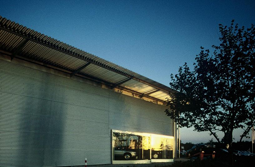 Autohaus Weihrauch  – Außenansicht Showfenster