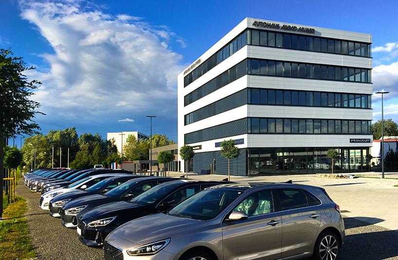 Autohaus Müller Friedrichshafen - Außenansicht bei Sonnenlicht