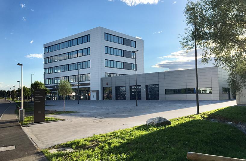 Autohaus Müller Friedrichshafen - Gesamtansicht bei Sonne