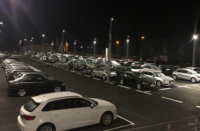 Audi Zentrum Bielefeld - Außenausstellung bei Nacht
