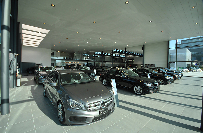 Autohaus Hirsch - Verkaufsautos im Innenbereich