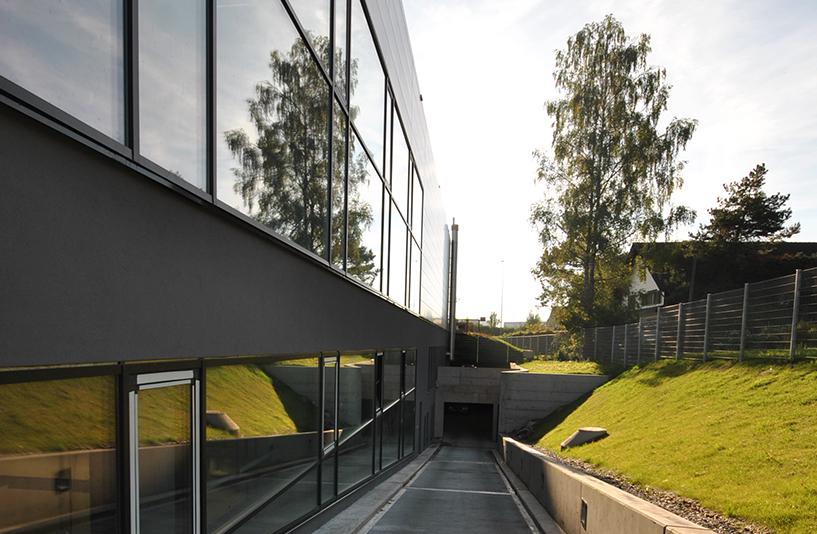 Autohaus Hirsch - Einfahrt in die Tiefgarage