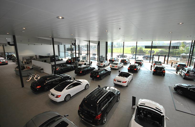 Autohaus Hirsch - Showroom aus der Vogelperspektive