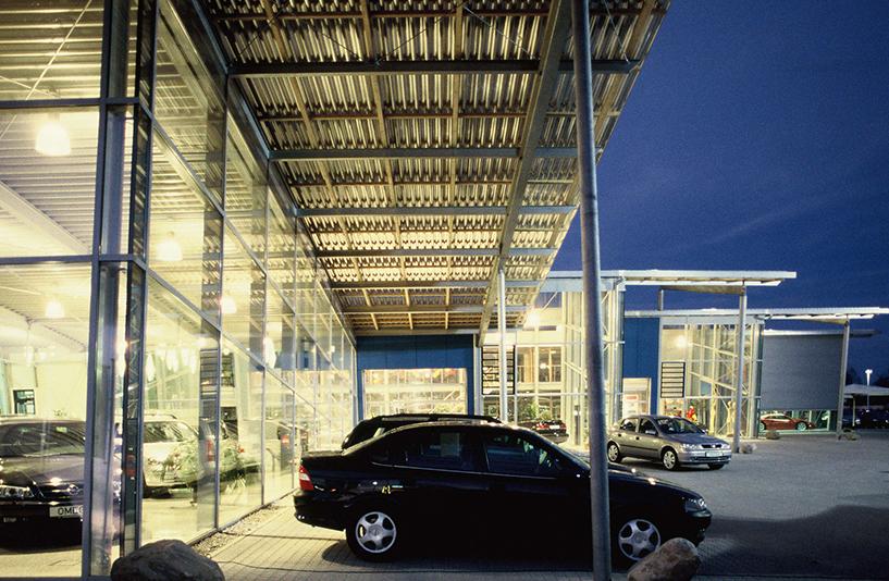 Autohaus Wendelstein - Detailansicht seitlich