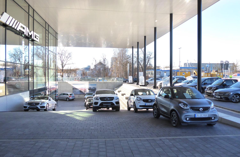 Mercedes-Benz_Niederlassung_Augsburg_Aussen_RampeEingang-web