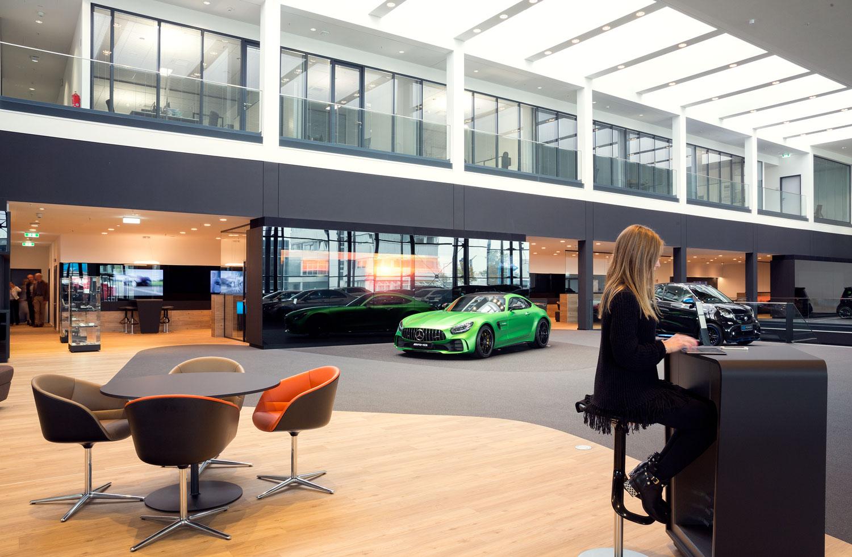 Mercedes-Benz_Niederlassung_Augsburg_Innen_Ausstellung1-web