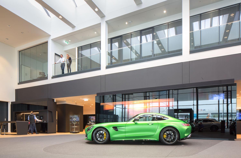 Mercedes-Benz_Niederlassung_Augsburg_Innen_Ausstellung2-web